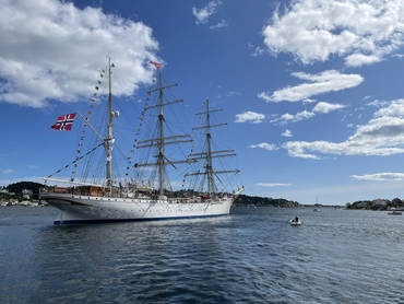 Statsraad Lehmkuhl leaving Arendal today. We will see the ship in person again in January 2023 in Maputo, Mozambique. Photo: Tore Furevik
