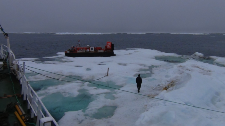 Isflaket med skrugarden som utstyret befant seg på. Bildet er tatt like etter at alt er lastet om bord på Havsel.