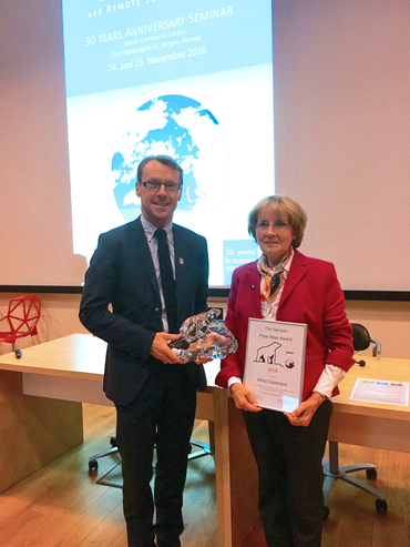 Prof. Anny Cazenave receives the Nansen Polar Bear Award for 2016 from director Johnny A. Johannessen during the 30 years anniversary seminar.