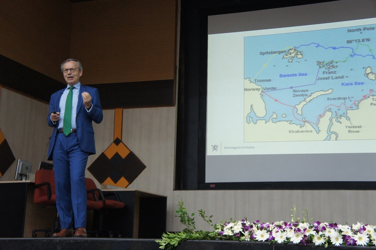 Opening speech: The Ambassador of Norway to India, Nils Ragnar Kamsvåg, opened the winter school in Gao.