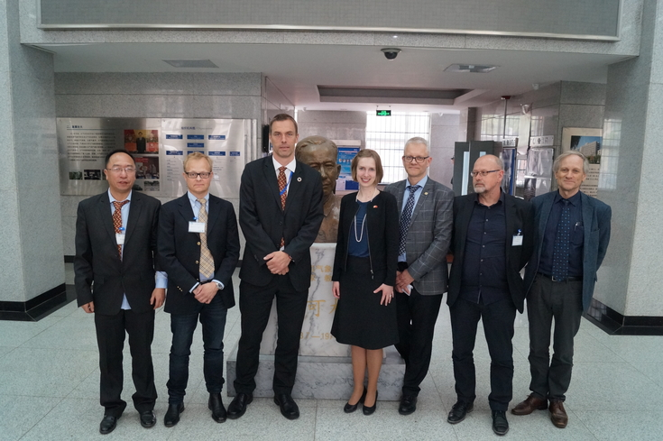 The Minister and Bergen partners: Yongqi Gao (NERSC/NZC), Sebastian H. Mernild (NERSC), Tore Furevik (Bjerknes Centre), Iselin Nybø (The Norwegian Minister of Research and Higher Education), Nils Gunnar Kvamstø (UoB), Trond Dokken (Uni Research) and Stein Sandven (NERSC)