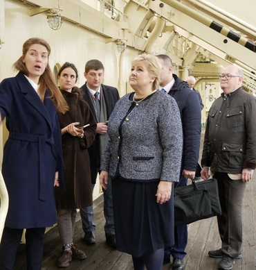 Prime Minister Erna Solberg: Given guided tour at the Russian icebreaker Krasin