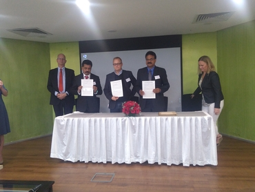The MoU between the Nansen Centers and the Amity University signed by (from left at the table) Director M.S. Madhusoodanan, Director Sebastian H. Mernild (NERSC) and Executive director Ajith K. Joseph (NERCI), overseen by the Ambassador Fryenlund and the Director General Wold.