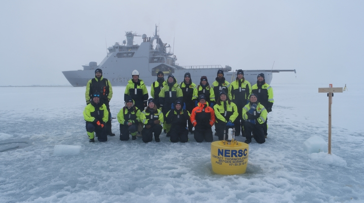 The UAK cruise participants in front of KV Svalbard. Photo: Hanne Sagen, NERSC