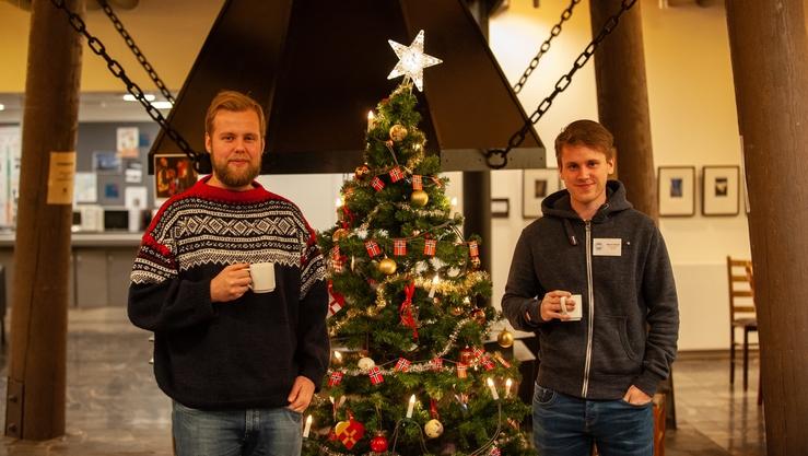 På Svalbard: Henrik og Bjørnar var med Nansensenteret på forskerskole ved UNIS. (Foto: Espen Storheim)